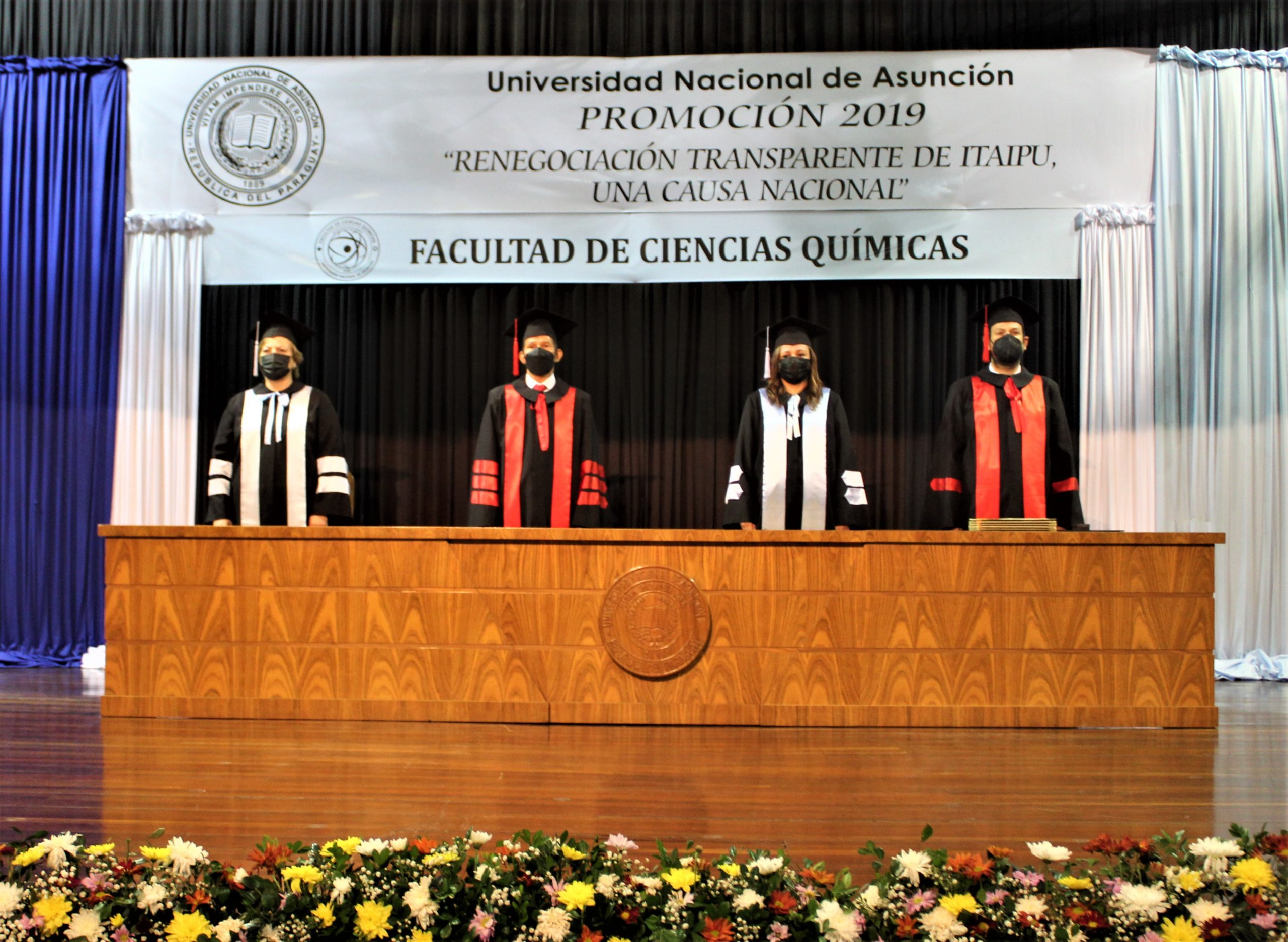 Se realizó la Ceremonia de Graduación de las carreras de Ingeniería Química, Química Industrial, Ciencia y Tecnología de Alimentos, Nutrición e Ingeniería de Alimentos